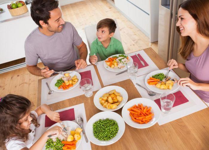 LAMPUNG POST | Meja Makan dan Sosial Anak
