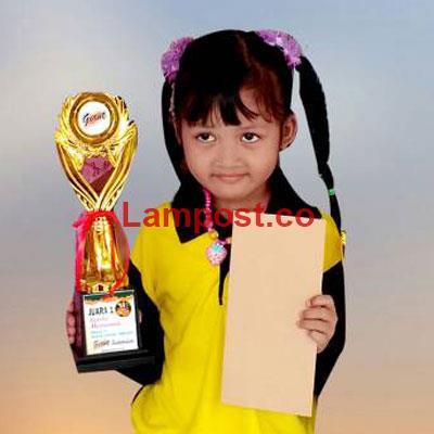 LAMPUNG POST   Penty Juara Mewarnai Gambar
