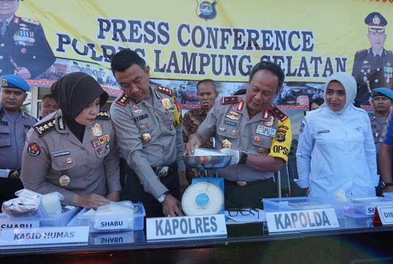 Polisi Amankan 4 Tersangka dan Barang Bukti 10 Kg Sabu