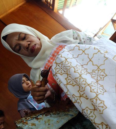 LAMPUNG POST | Batik Lampung Menonjolkan Ikon Daerah