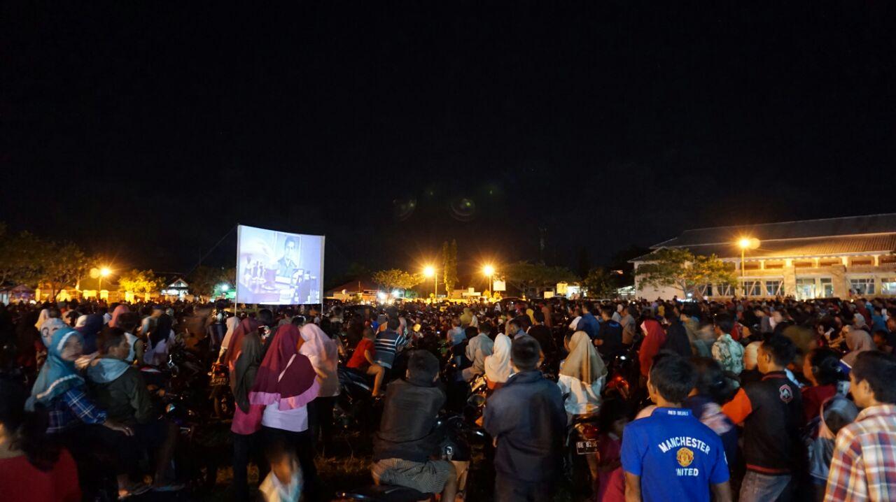 Nobar Film G30S/PKI di Sidomulyo, Berkah Bagi Pedagang
