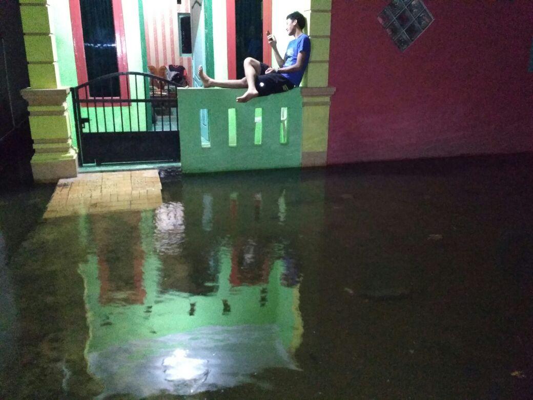 Banjir Rob Masih Landa Pesisir Bandar Lampung