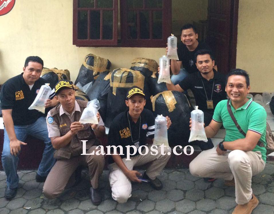 LAMPUNG POST | Puluhan Ribu Benih Lobster Asal Sukabumi Diamankan