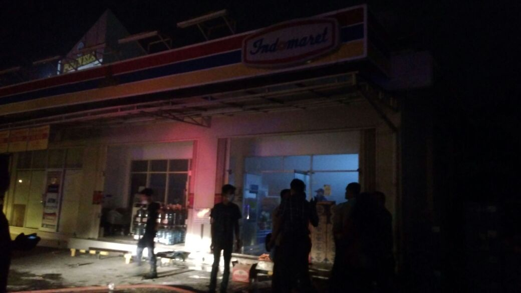 LAMPUNG POST | Indomaret di Jalan By Pass Dekat Perempatan DAMRI Kebakaran
