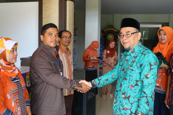 LAMPUNG POST | Tiga Mahasiswa Pascasarjana UM  Ikuti Program ke Malaysia