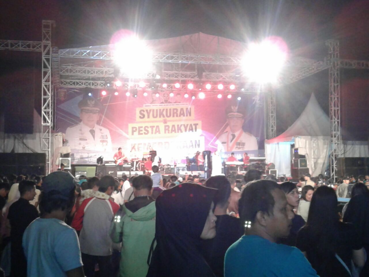 Masyarakat Padati Konser Pesta Rakyat di Lapangan Saburai
