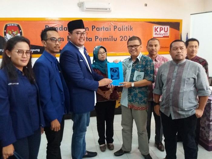 LAMPUNG POST   NasDem Kota Daftarkan 1.270 Kader Partai ke KPU
