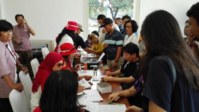 LAMPUNG POST | 1.200 Warga Kumpulkan KTP Penangguhan Penahanan Ahok