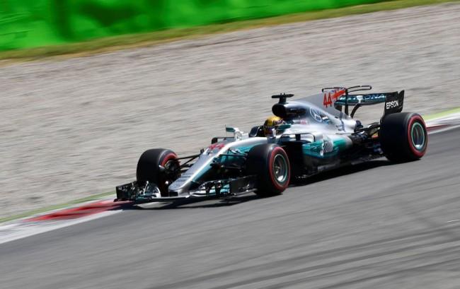 Dominasi Balapan, Hamilton Juara GP Italia