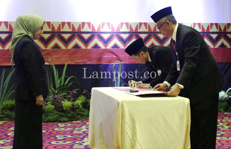 LAMPUNG POST | Indra Krisna Resmi Jabat Kepala OJK Lampung