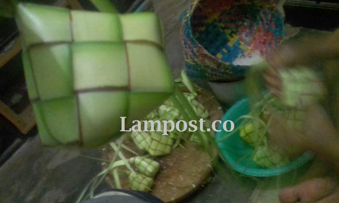 LAMPUNG POST | Ketupat, dari Hidangan Wajib Lebaran Hingga Filosofi