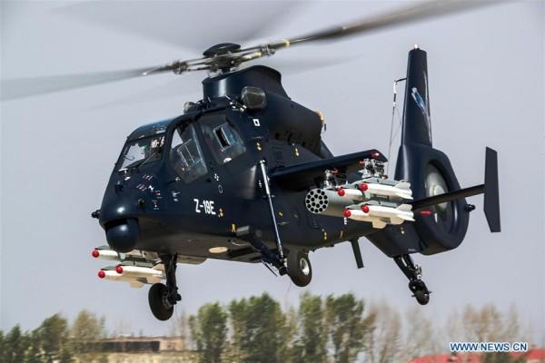 LAMPUNG POST | Helikopter Tempur Z-19E Buatan  Tiongkok Terbang Perdana