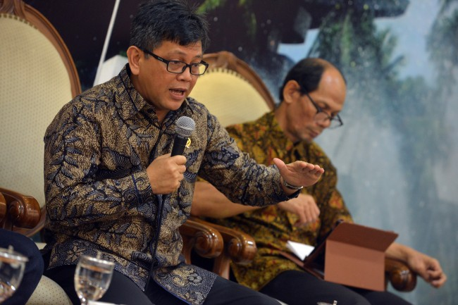LAMPUNG POST   Pansus Angket akan Serahkan 5 Koper Berisi Pelanggaran KPK ke Jokowi