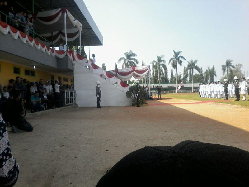 LAMPUNG POST | Bupati Agung Pimpin Upacara Pengibaran Bendera HUT RI di Kotabumi
