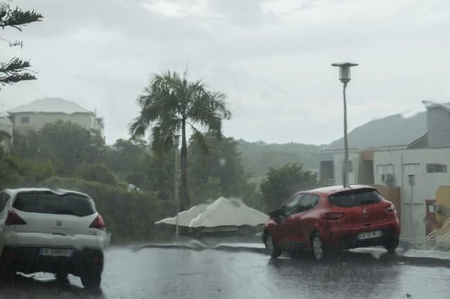LAMPUNG POST | Badai Irma Kategori 5 Paksa Wisatawan di Karibia Mengungsi