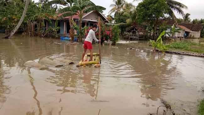 LAMPUNG POST | Sebanyak 17 Rumah di Palas Terendam Banjir