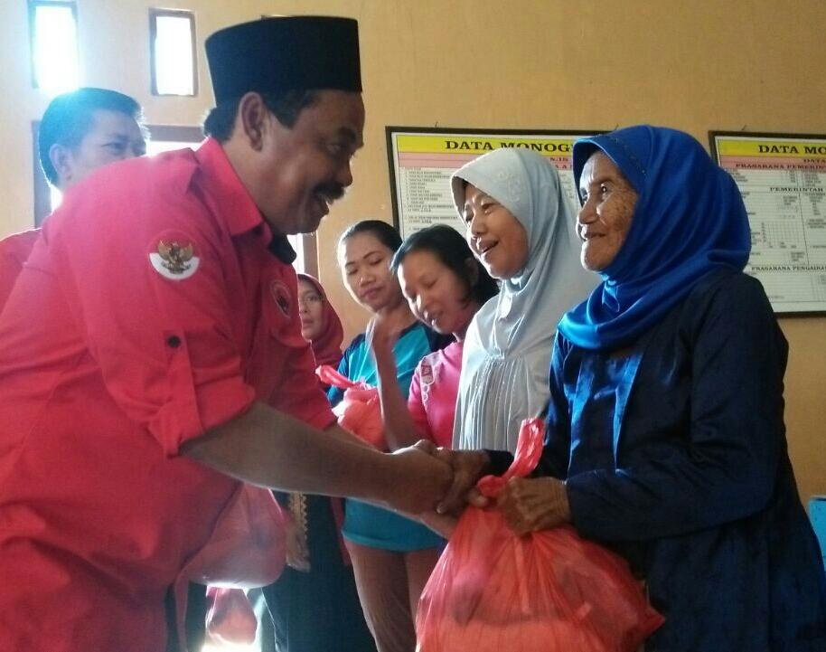 PDIP Lamteng Salurkan Sembako untuk Korban Banjir