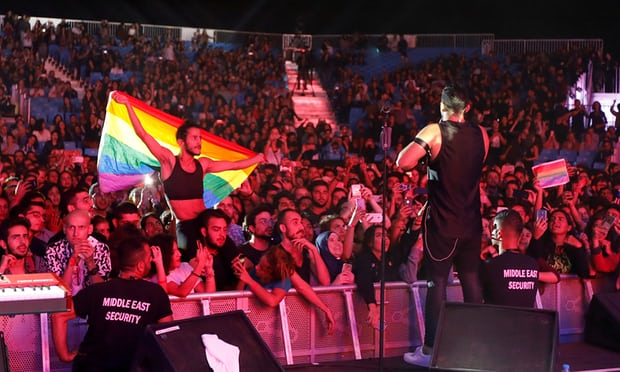 LAMPUNG POST | Mesir Tahan 57 Pengibar Bendera LGBT saat Konser Musik