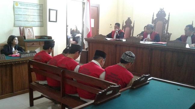 LAMPUNG POST   5 Pencuri Semen Jalan Tol Divonis 2 Tahun Penjara