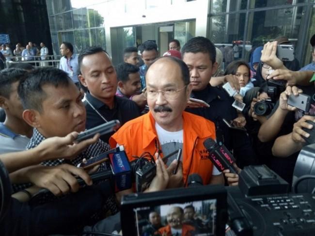 LAMPUNG POST | Fredrich Tak Terima Disuruh Pakai Rompi KPK
