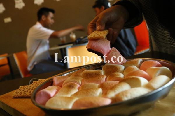LAMPUNG POST   Owl Cafe Sajikan Makanan dan Aneka Permainan