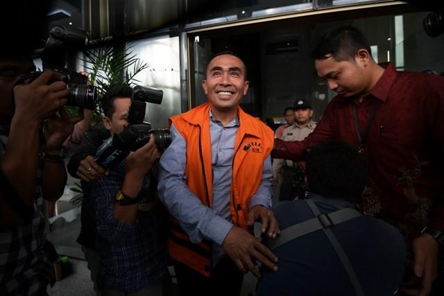 LAMPUNG POST | Terbukti Suap Ketua MK, Bupati Nonaktif Buton Dituntut 5 Tahun Penjara