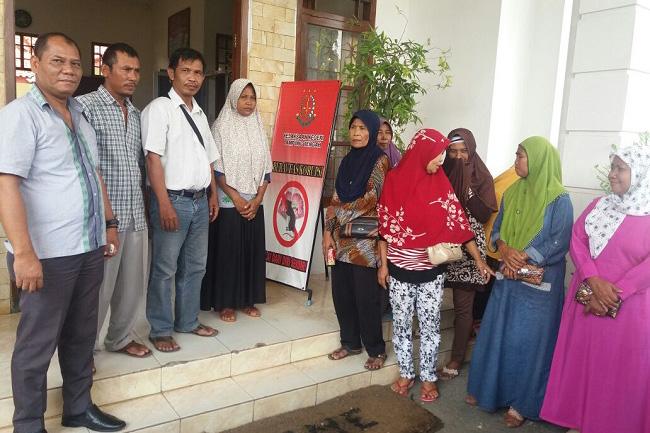 Belasan Wali Murid dan Kakam Poncowati Melapor Ke Kejari