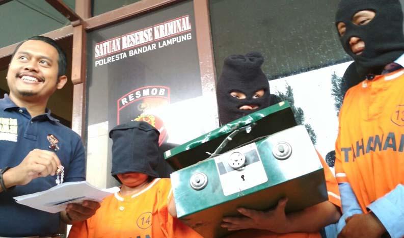 LAMPUNG POST   Mantan PRT Satroni Rumah Polwan di Langkapura