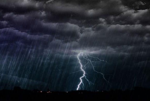 Lima Wilayah Lampung Hari Ini Diprakirakan Hujan Lebat Disertai Petir dan Angin Kencang