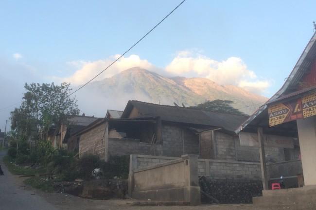LAMPUNG POST   Abu Gunung Agung Ancam Sejumlah Wilayah di Bali