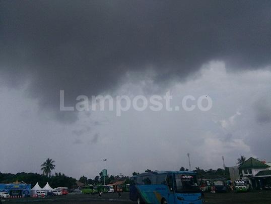 LAMPUNG POST   Lampung Dibayangi Hujan Lebat Disertai Petir