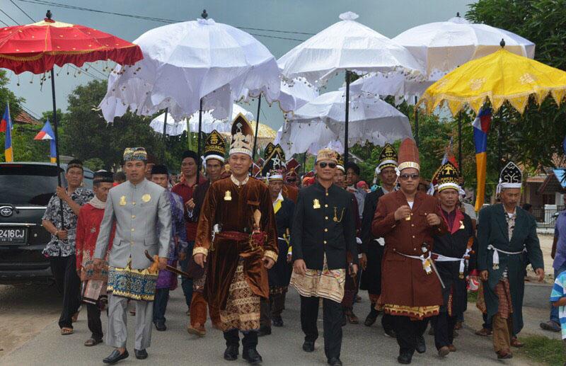 LAMPUNG POST   311 Tokoh Masyarakat Lampung Tengah Terima Gelar Adat