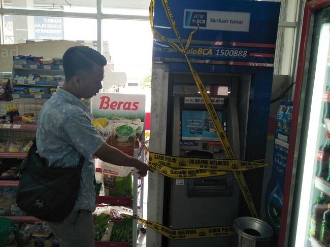 LAMPUNG POST | ATM BCA di Alfamart Pramuka Dibobol Maling