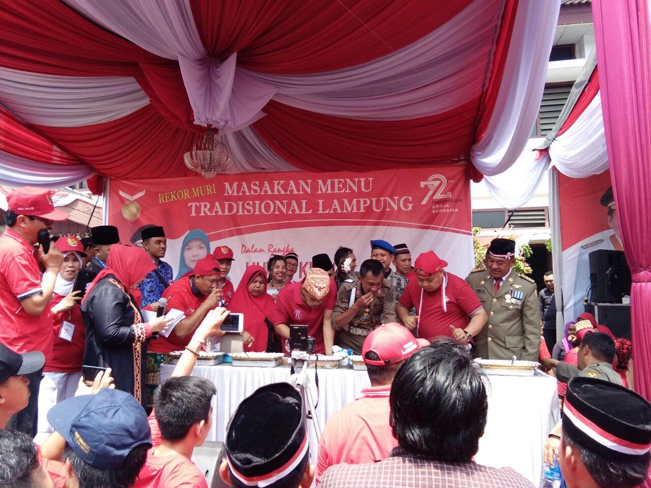 LAMPUNG POST | Hadirkan 535 Menu Ikan, Pemkot Bandar Lampung Pecahkan Rekor MURI