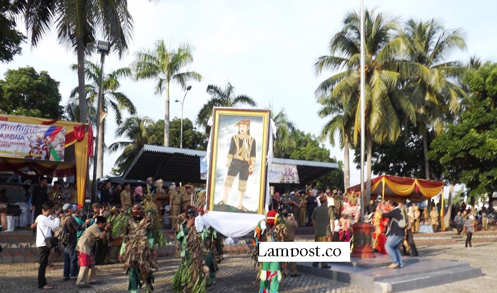 LAMPUNG POST | Pawai Budaya Tandai Festival Rajabasa