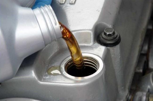 LAMPUNG POST | Jangan Pakai Oli Matic untuk Motor Manual, Ini Alasannya