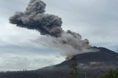 LAMPUNG POST   Gunung Sinabung Makin Sering Erupsi