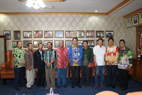 LAMPUNG POST | Bupati Lampung Utara Silaturahmi Desa Forum Umat Kristiani