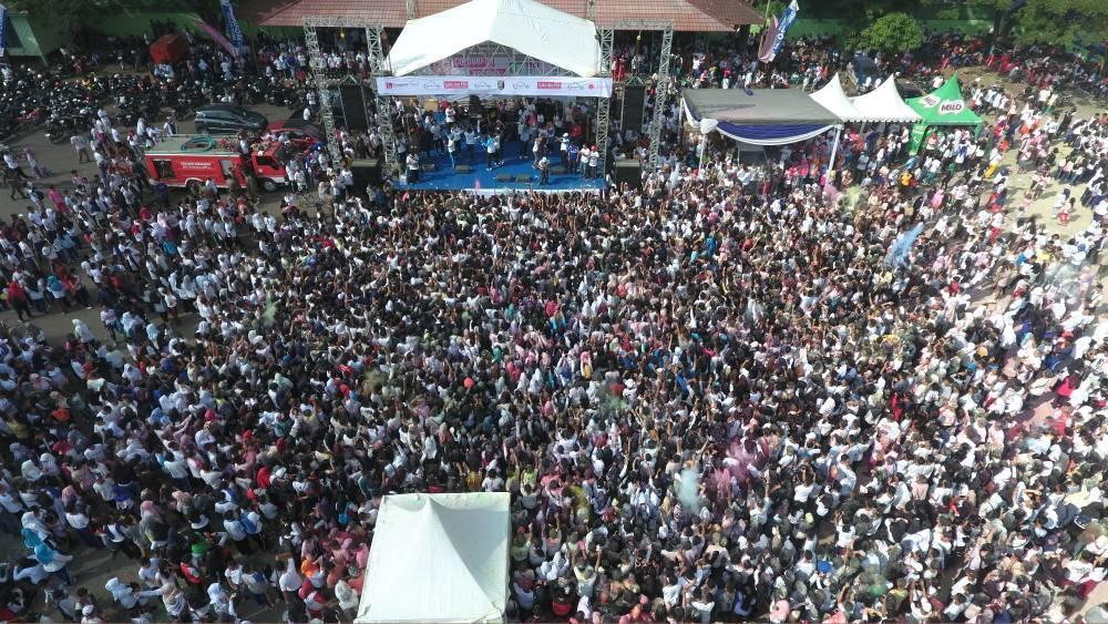 LAMPUNG POST |  35 Ribu Massa  Meriahkan Colour Run di Lapangan Saburai