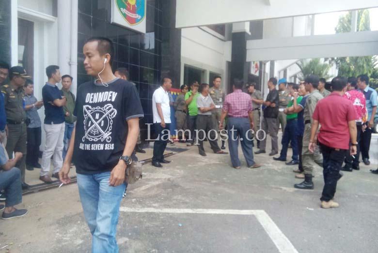 LAMPUNG POST | Rekanan di Lampura Ketar-ketir Menanti Pencairan Dana PHO