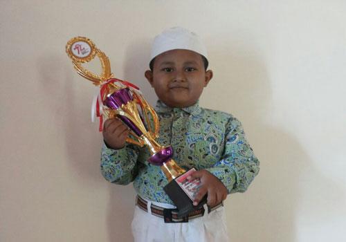 LAMPUNG POST | Ahmad Faqih Mukodam Juara Dai Cilik
