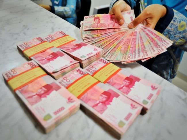 Rupiah Dibuka Tertekan ke Posisi Rp13.764/USD
