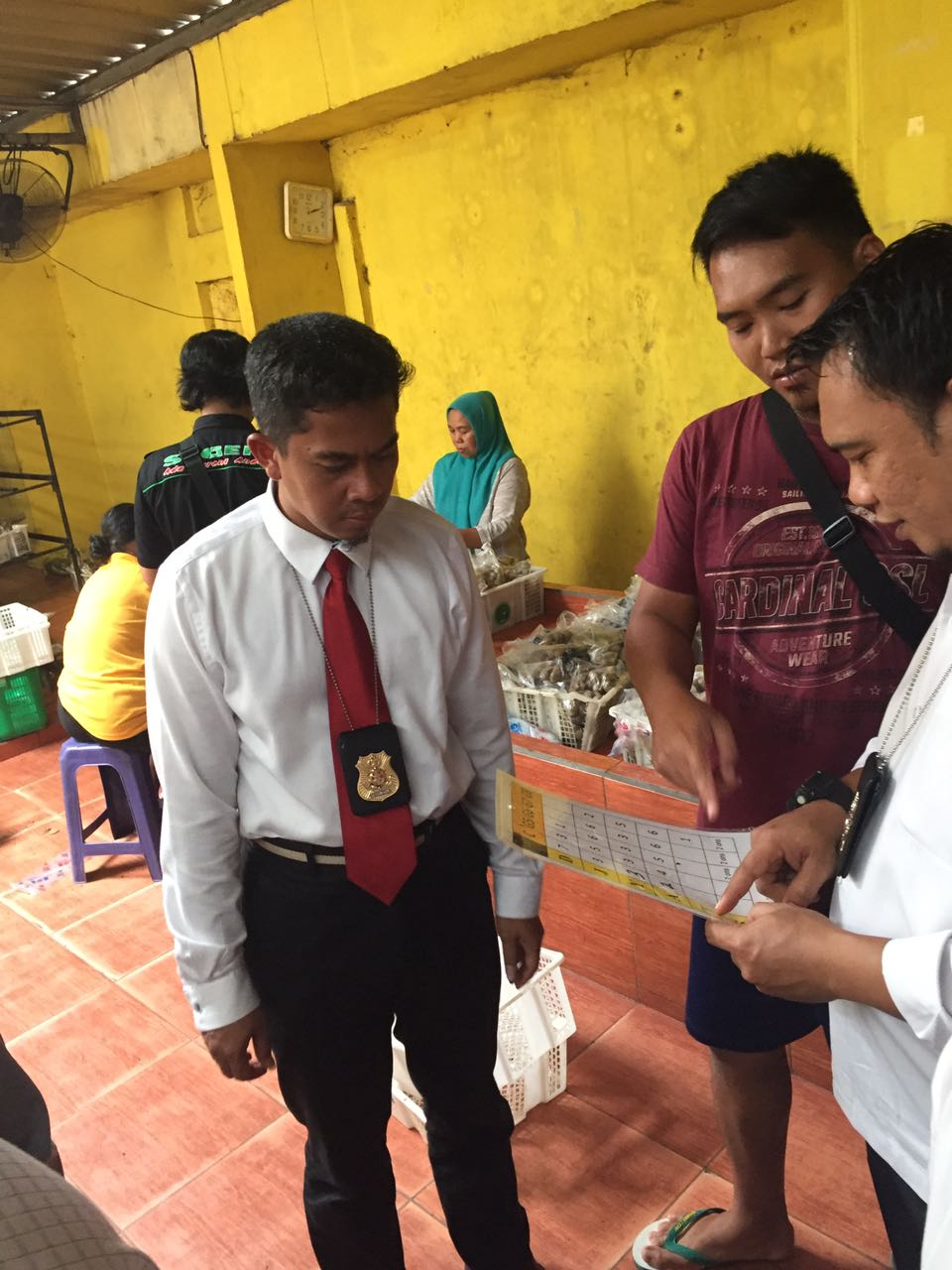 LAMPUNG POST | Pegawai CV Gelompong Akui Belum Miliki Izin Edar Sejak 2001