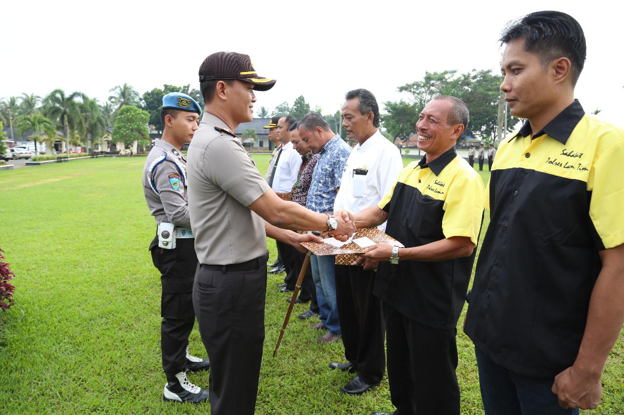 Lampung Post Dapat Penghargaan dari Kapolres Lamtim