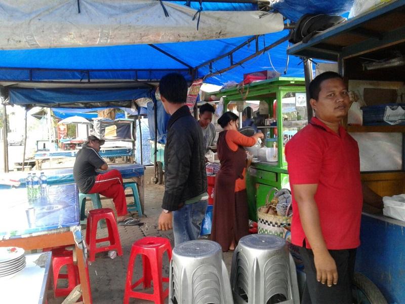 LAMPUNG POST | Pol PP Sosialisasi Pengosongan Lapangan Enggal dari Pedagang