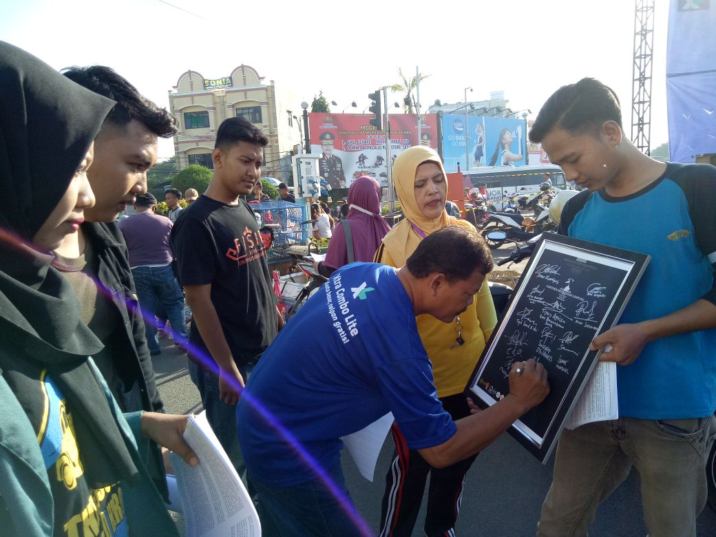 LAMPUNG POST | Mahasiswa FISIP Unila Gelar Aksi Simpatik Peduli Demokrasi Lampung