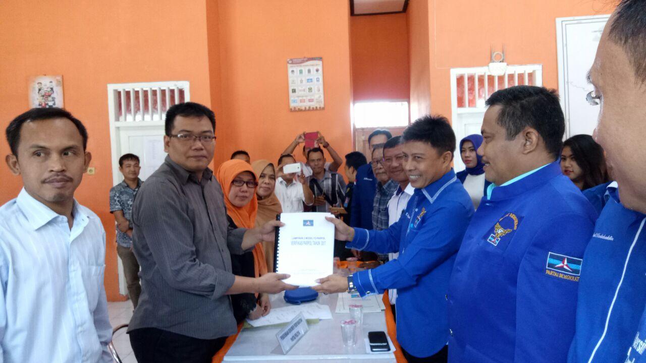 LAMPUNG POST | Hingga Hari Terakhir 8 Parpol Mendaftarkan Diri ke KPU Lampung Selatan