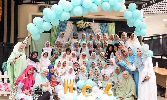 Hijabers Community Berbagi dengan Anak Yatim