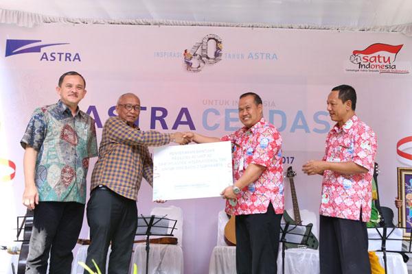 LAMPUNG POST | Astra Gelar Program IAABL dan Serahkan Bantuan ke SMA Batik 2 Surakarta