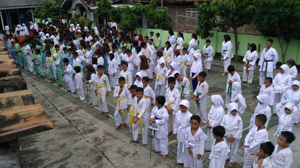 LAMPUNG POST   Kampung Literasi Tuan Rumah Ujian Kenaikan Tingkat Karateka